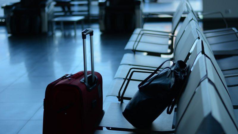 Jak wybrać walizkę do samolotu?